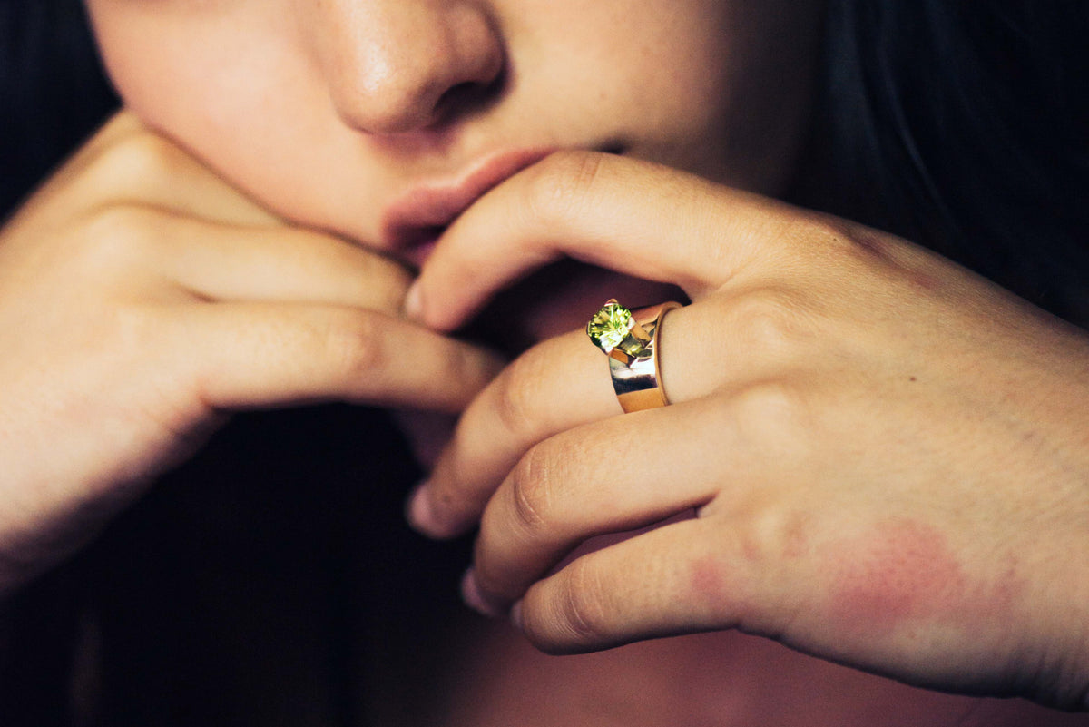 2008 Foundation Release 9ct Gold High Setting Ring with Faceted Stone (Peridot)