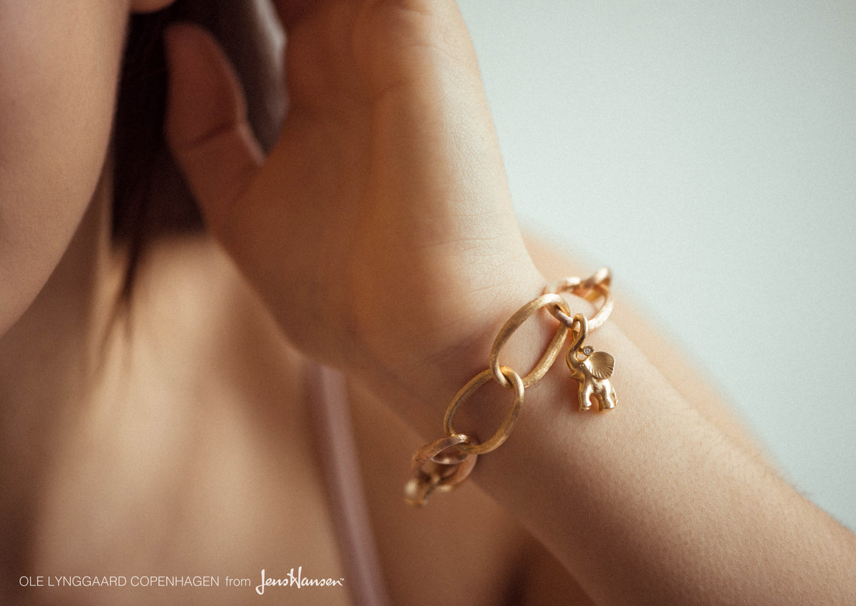 Elephant charm in 18K yellow gold and diamonds TW.VS