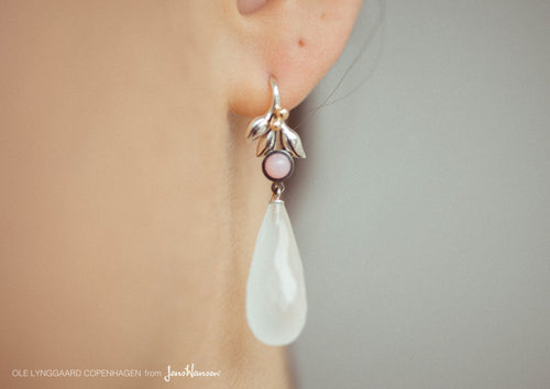 Earrings in Sterling Silver and 18 carat yellow gold, rose opal and white quartz cabochon drop