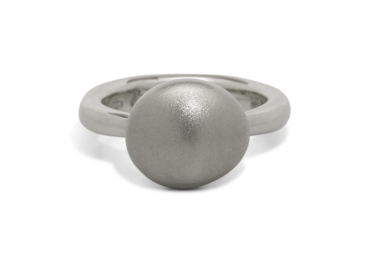 Button Ring, White Gold & Platinum