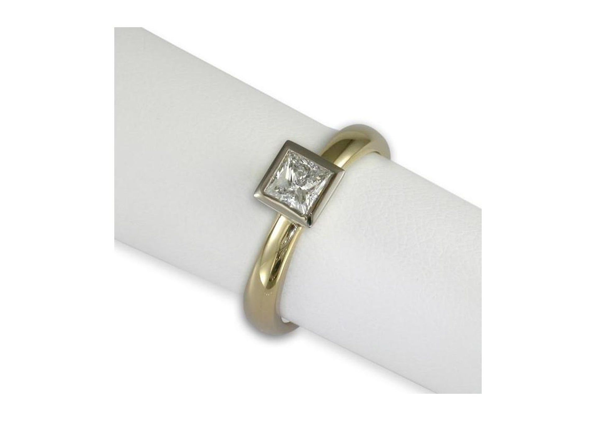 18ct Gold Princess Diamond Ring   - Jens Hansen