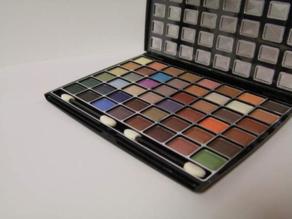 Pharmacy Brands Makeup Cameleon Eye Shadow Kit (48)