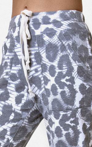 JOGGER IN BRUSHED GREY SKIN PRINT
