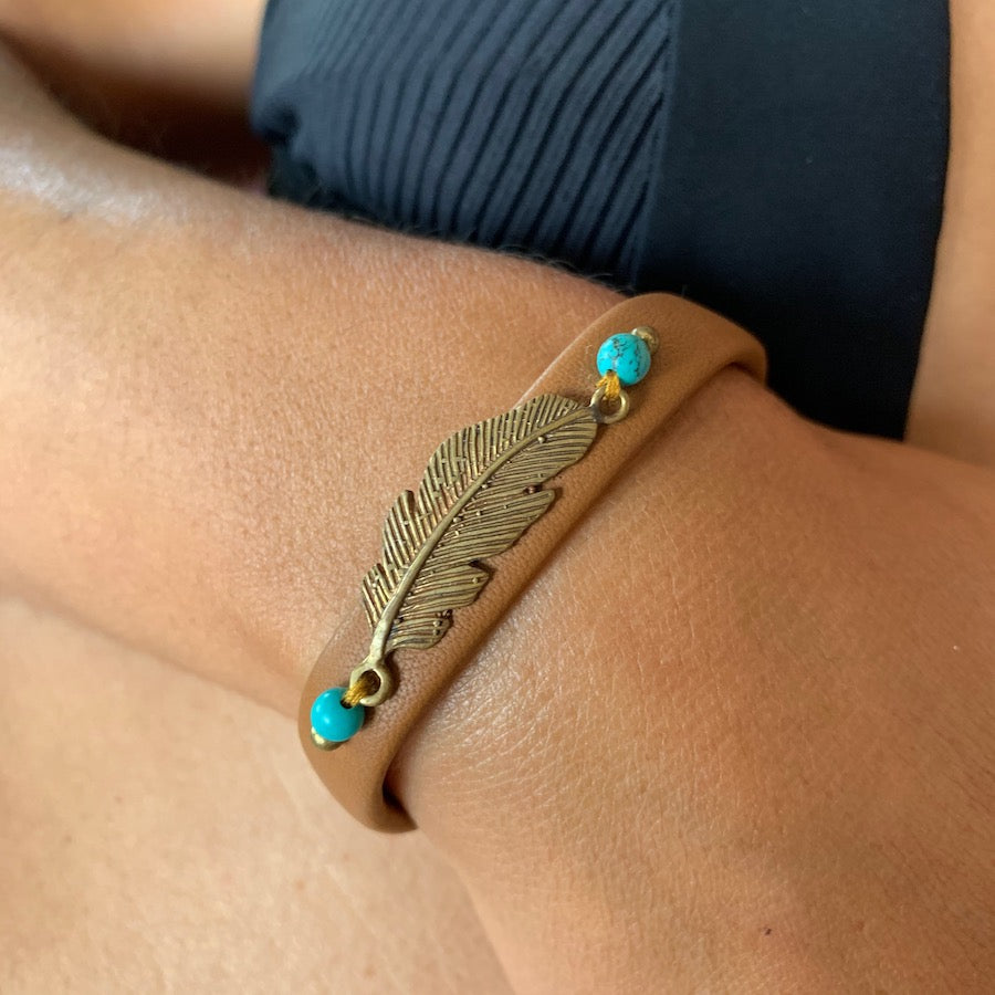 Feather bracelet brass on leather with turquoise
