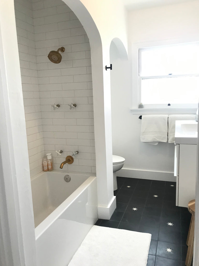 blanco bungalow bathroom