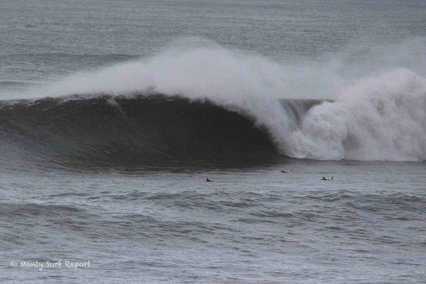 Incoming Leviathan. Photo : Manly Surf Report