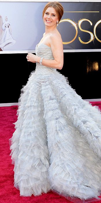 Amy Adams looked lovely in a tiered tulle Oscar de la Renta ball gown