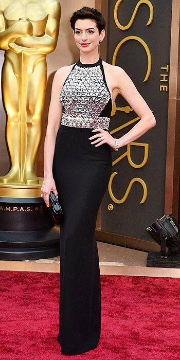 Anne Hathaway's simple and pink Prada gown unfortunately underwhelmed