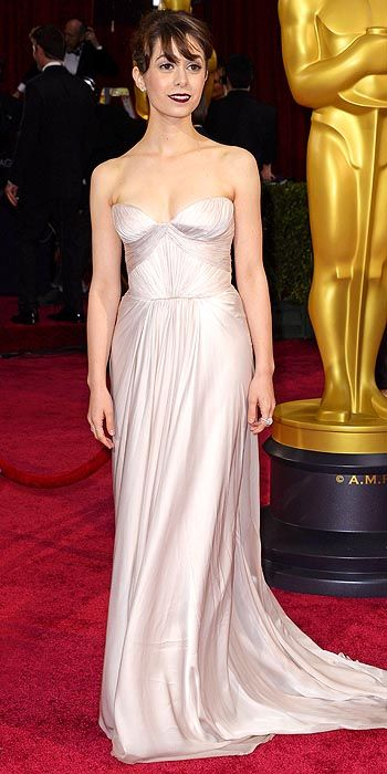 Cristin Milioti in a pale strapless gown