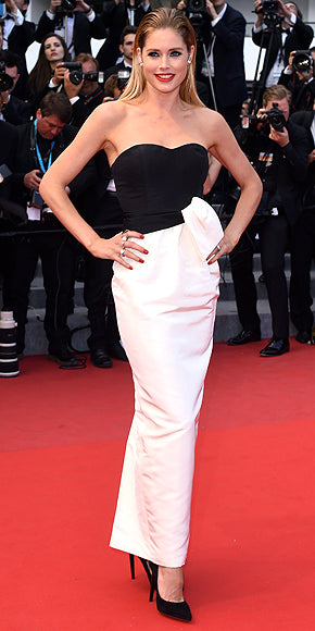 Doutzen Kroes in an understated black and white number.