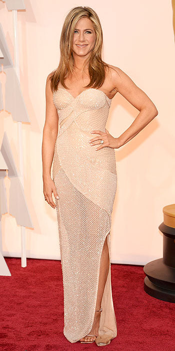 Jennifer Aniston ditched her signature black for a gorgeous beaded Atelier Versace number.