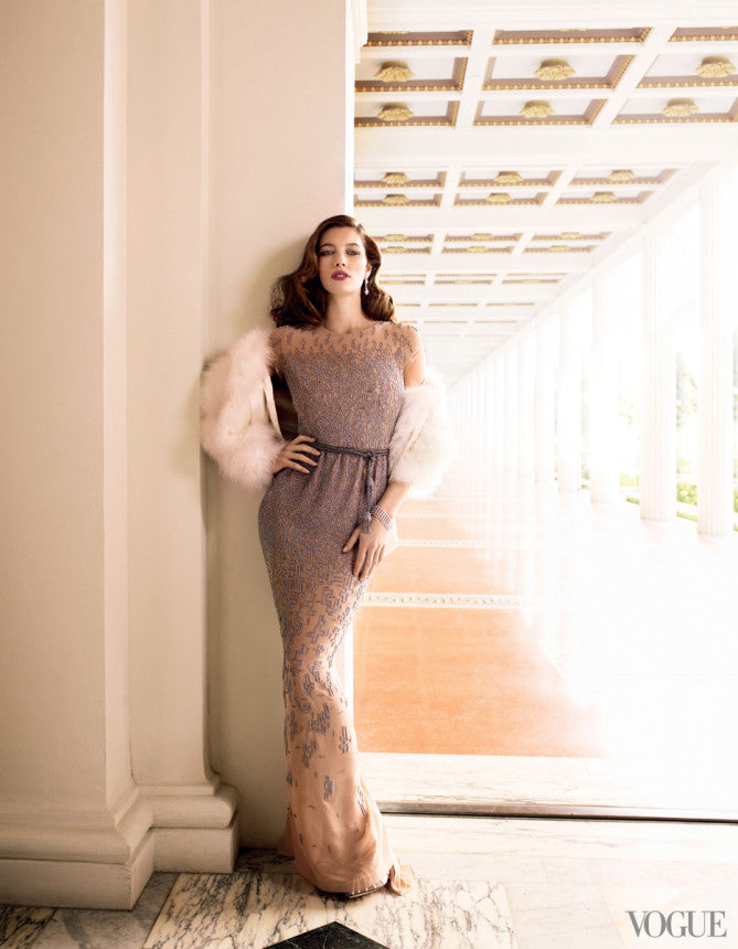 Jessica Biel graced the pages of Vogue in a sultry in Oscar de la Renta number.