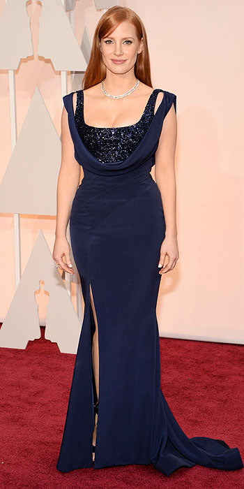 Jessica Chastain looked absolutely stunning in this navy Givenchy Couture gown which hugged every curve of her body.