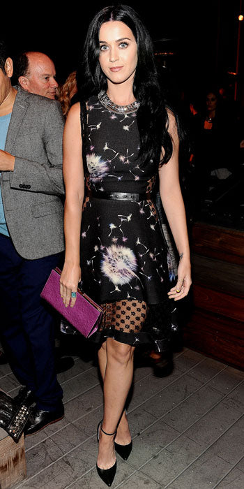 Katy Perry accented her printed Thakoon dress with a purple clutch
