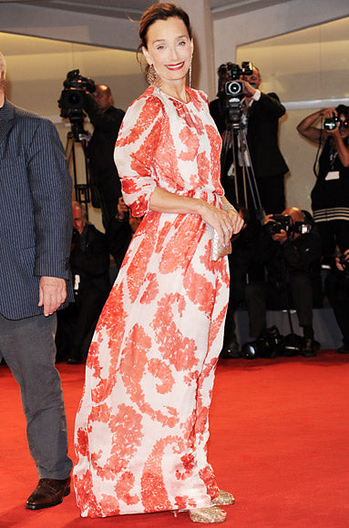 Kristin Scott Thomas looked radiant at the premiere of Cherchez Hortense in a flowing red Giambattista Valli number
