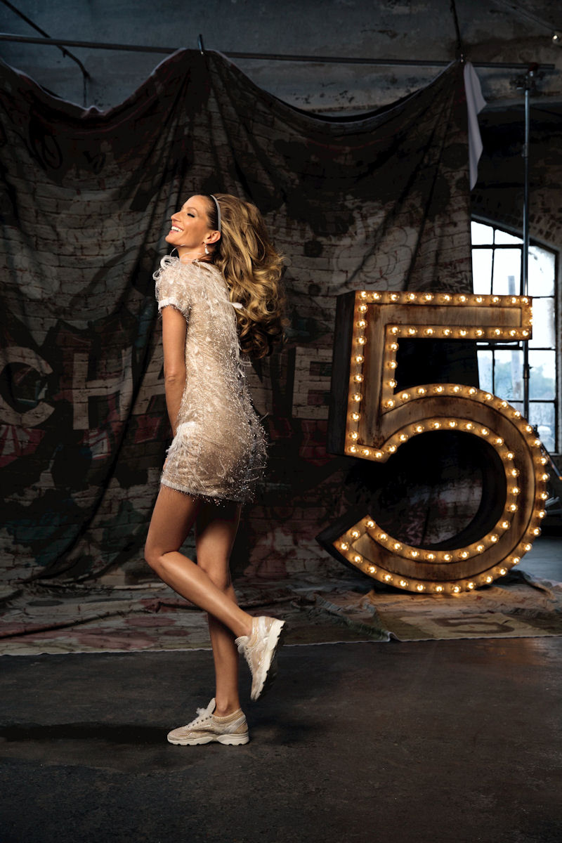 Supermodel Gisele Bündchen struts her stuff for Chanel