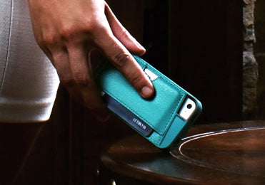 The Q Card Case in green