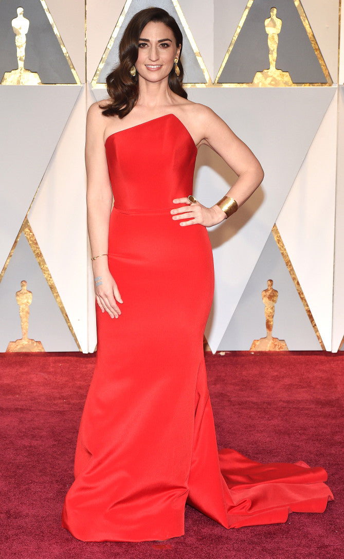 Sarah Bareilles attends the 2017 Oscars in a red asymmetrical gown