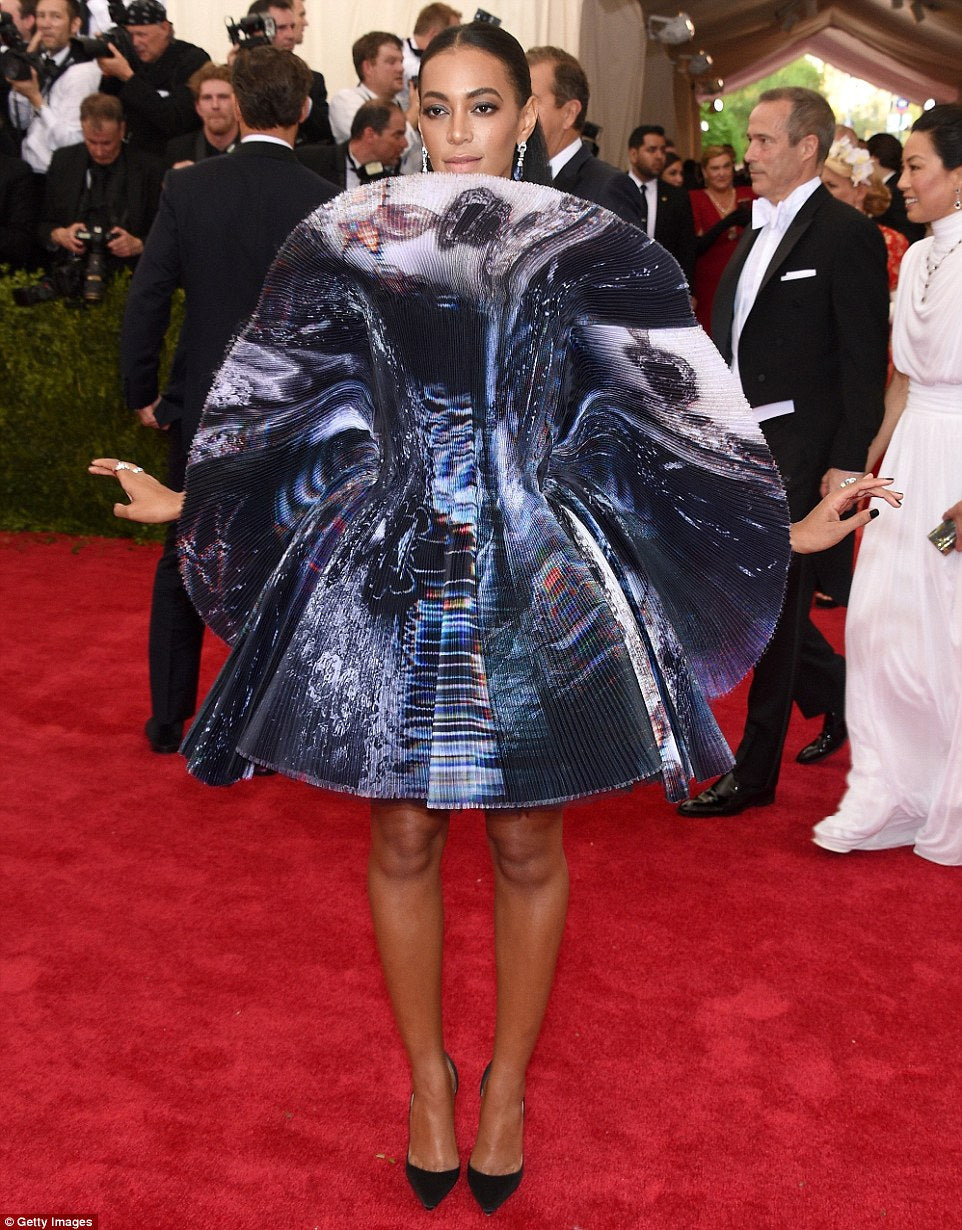 Solange Knowles attends the 2015 Met Gala  in Giles Deacon.