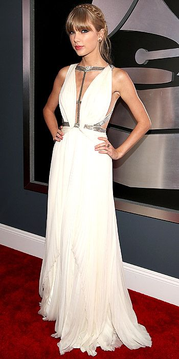 Taylor Swift goes for a modern day Grecian goddess look