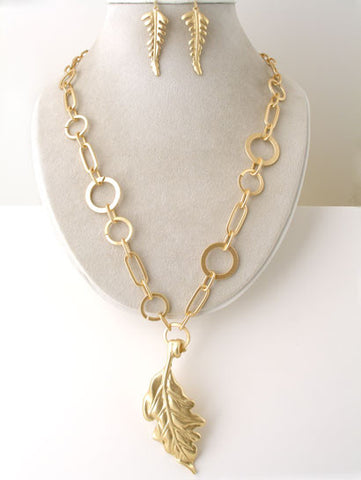 The Leaf Pendant and Chain Links Necklace Set