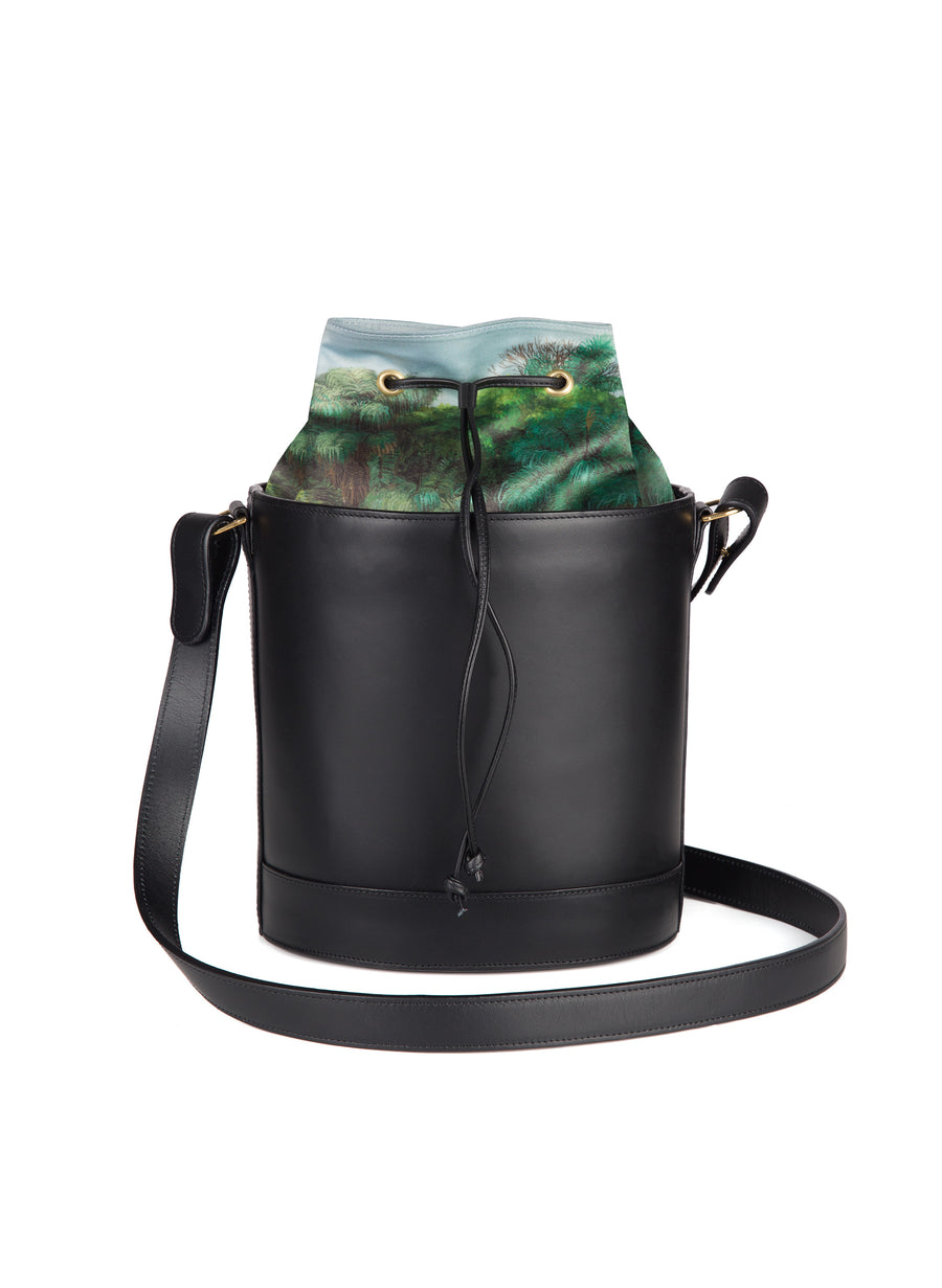 Bucket Bag in Black and Montunas
