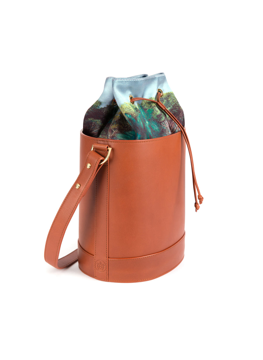 Bucket Bag in Cognac and Montunas
