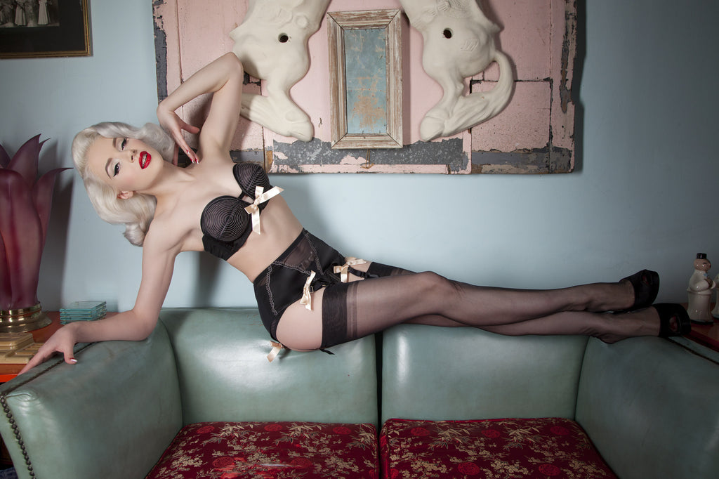 Black/Peach 4 Strap Suspender Belt