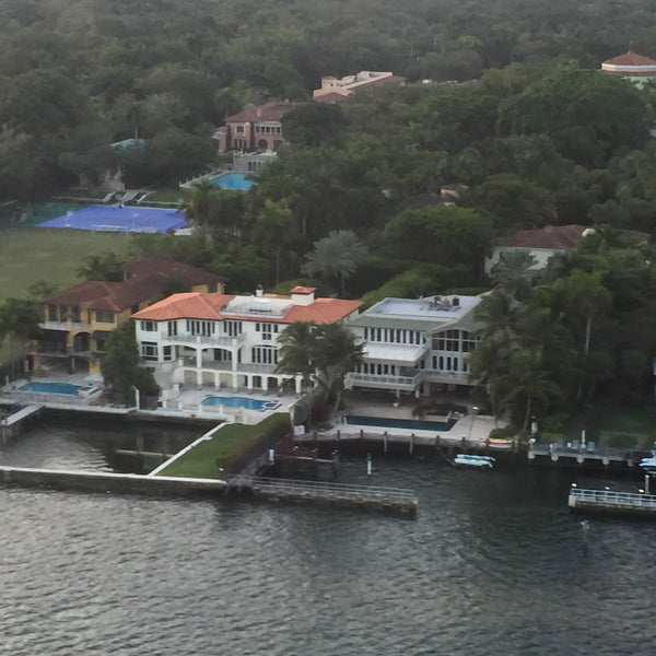 Unbelievable HeliTour over Coconut Grove and the Gables for 6 Persons