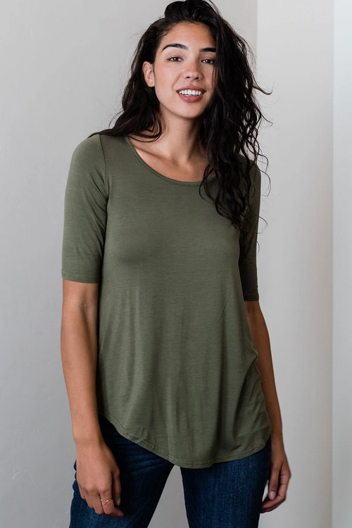 Sandy Relaxed Fit Scoop Neck Short Sleeve Top in Moss