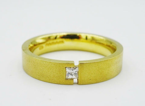 18ct Yellow Gold Matt Finish Princess Cut 0.10ct Diamond Wedding Band 7.4g 4mm O - Richard Miles Jewellers