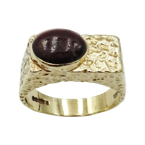9ct Yellow Gold Gents Statement Hammered Onyx Ring Size S