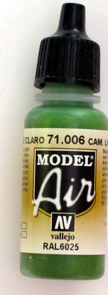71006 Vallejo Model Airbrush Paint 17 ml Camouflage Light Green