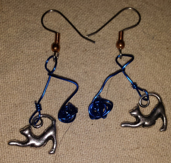 Rotten Kitty Dangle Earrings - Antika Nueva