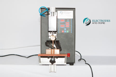 Cylindrical cell spot welding machine for anode and cathode