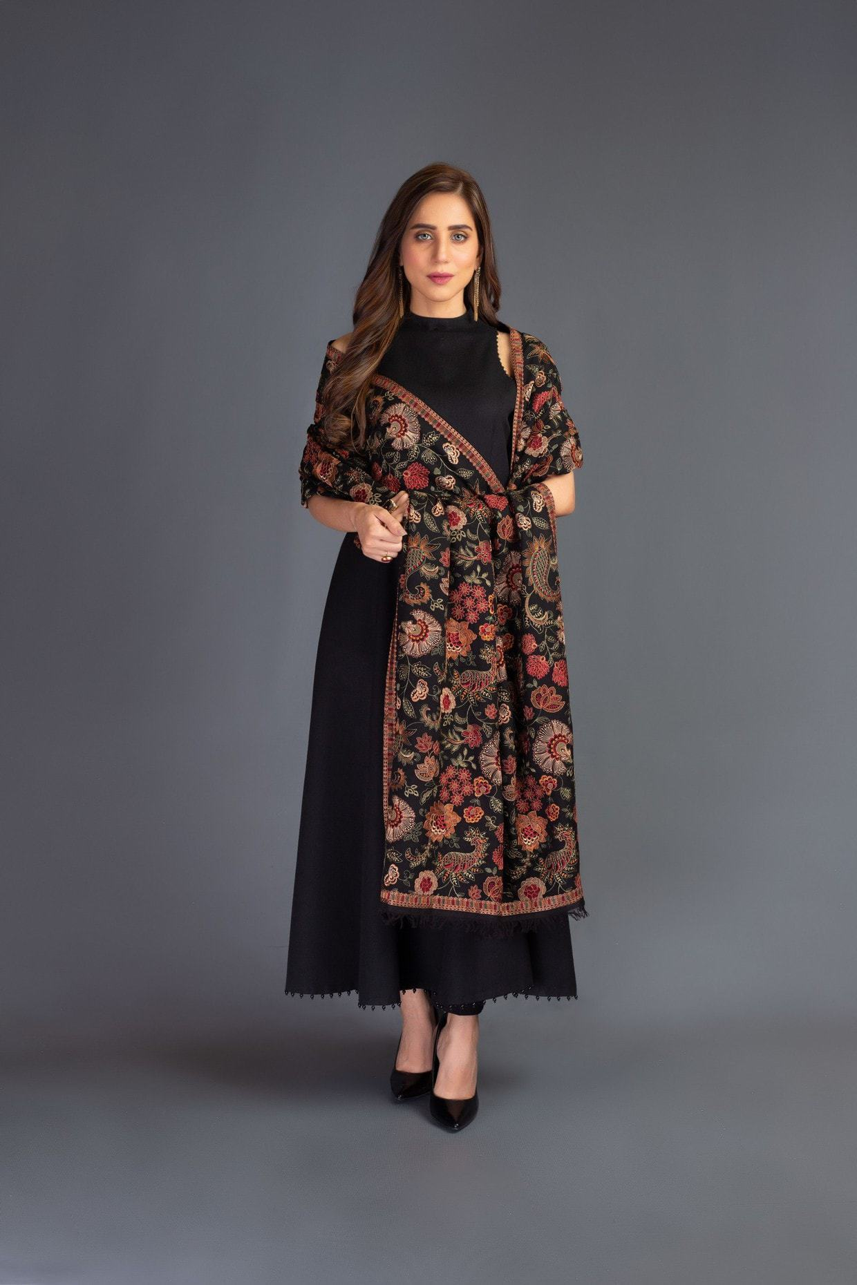 SARINNAH PREMIUM D68-FORMAL HEAVY EMBROIDED KARANDI LAWN SHAWL. - gracestore.pk