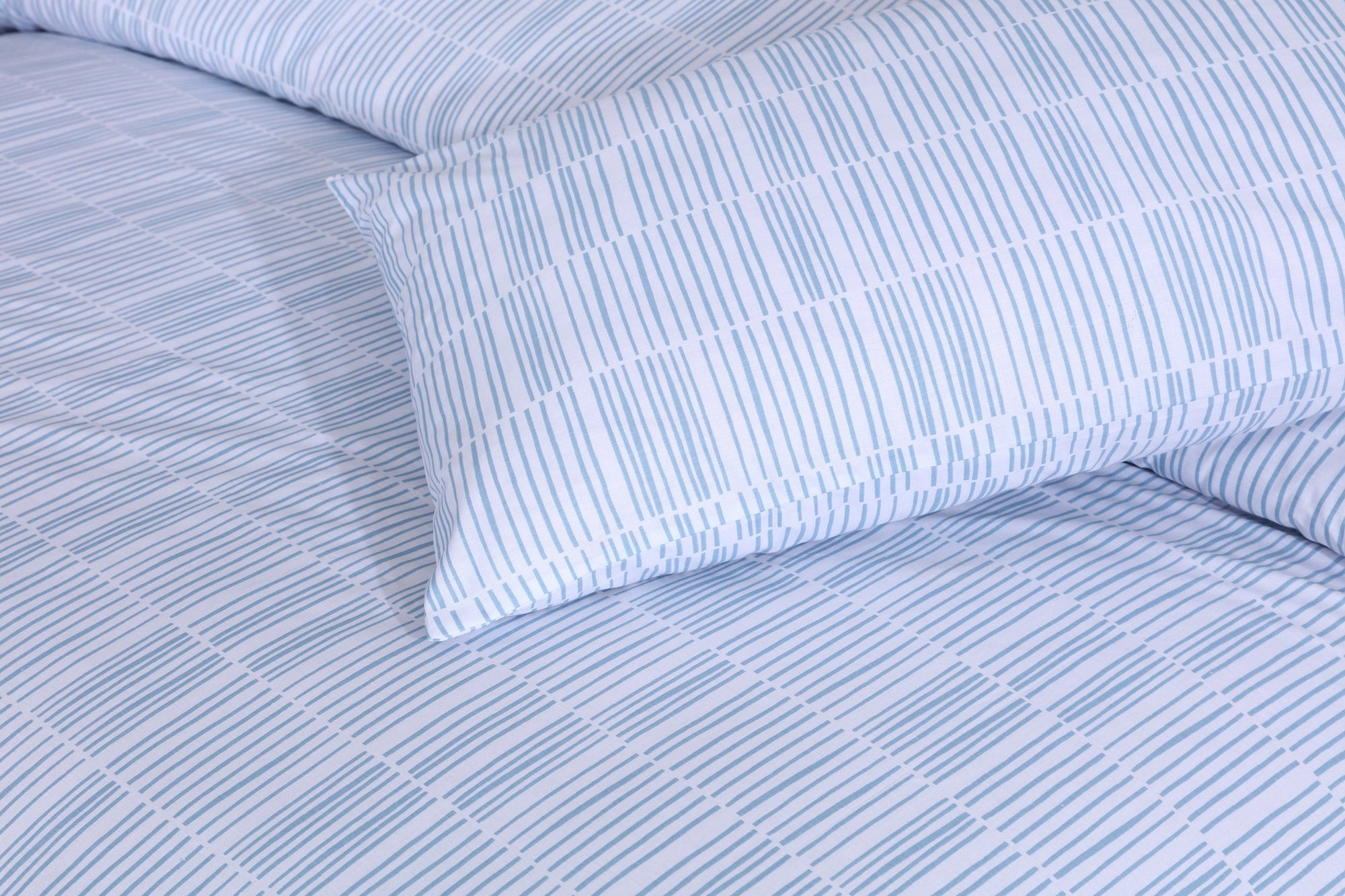 Grace D198-Cotton PC King Size Bedsheet with 2 Pillow Covers.