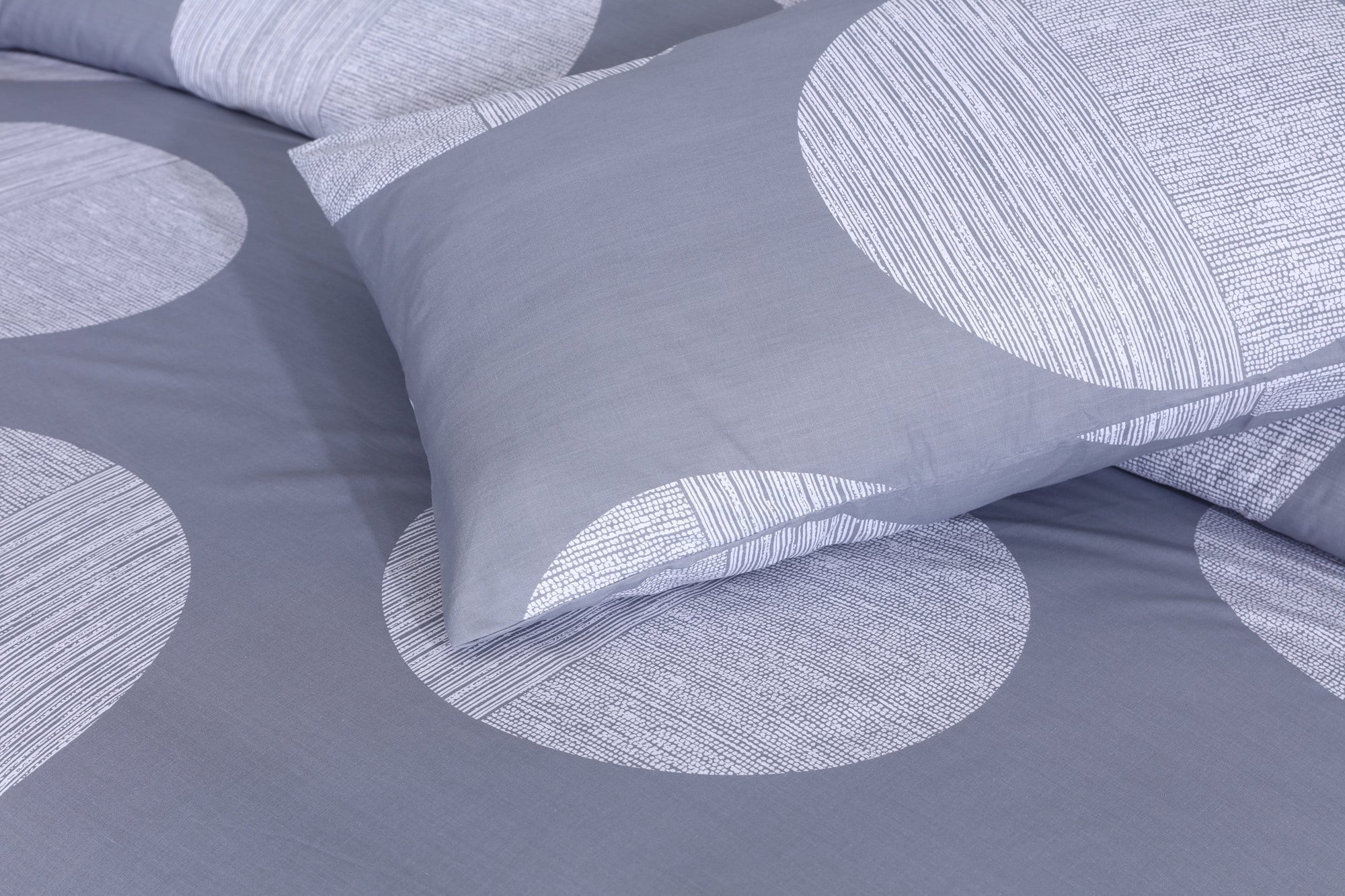 Grace D200-Cotton PC King Size Bedsheet with 2 Pillow Covers.