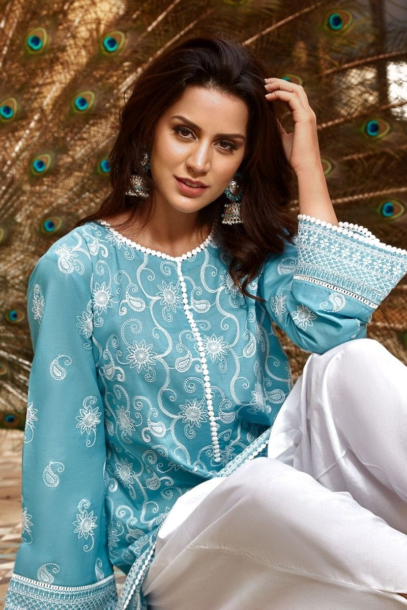 Sarinnah Ferozy-Embroided 2pc linen dress shirt & trouser.