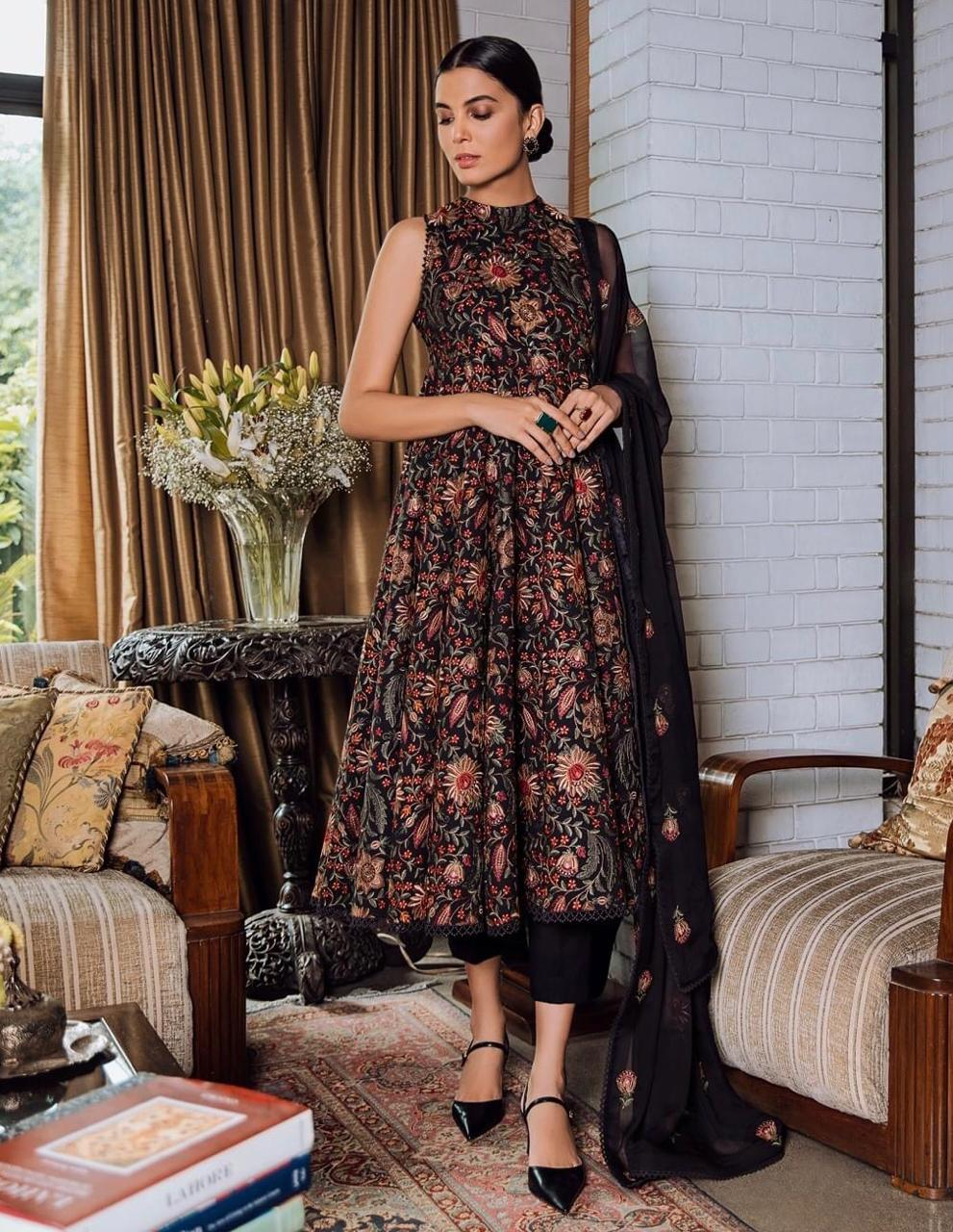 Bareeze D23-Embroidered karandi 3pc dress with chiffon Embroidered dupatta.
