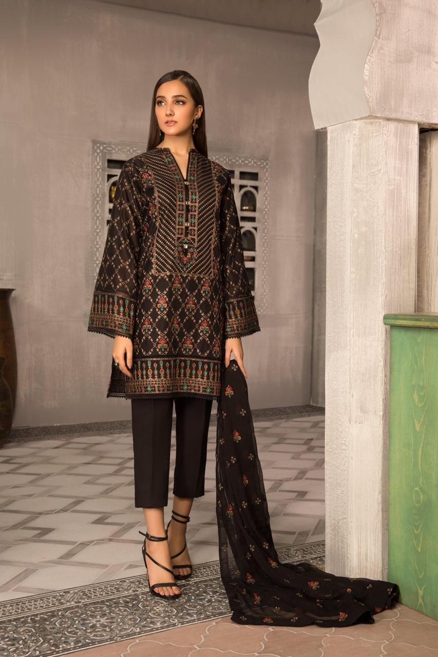 Bareeze D15-Embroided 3pc linen dress with embroided chiffon dupatta.
