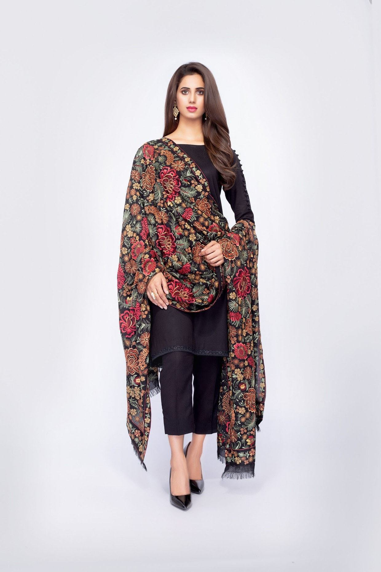SARINNAH PREMIUM D71-FORMAL HEAVY EMBROIDED KARANDI LAWN SHAWL. - gracestore.pk
