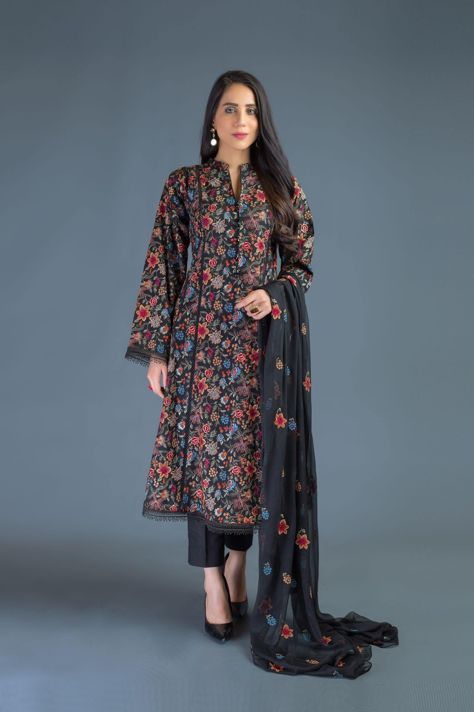 Sarinnah D80-Embroidered lawn karandi 3pc dress with chiffon Embroidered dupatta. - gracestore.pk