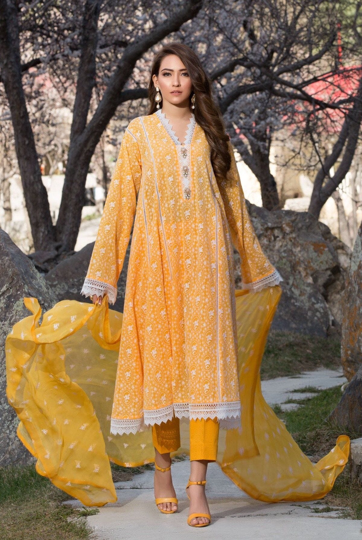 Bareeze 103 L-Embroided 3pc linen dress with embroided chiffon dupatta - gracestore.pk