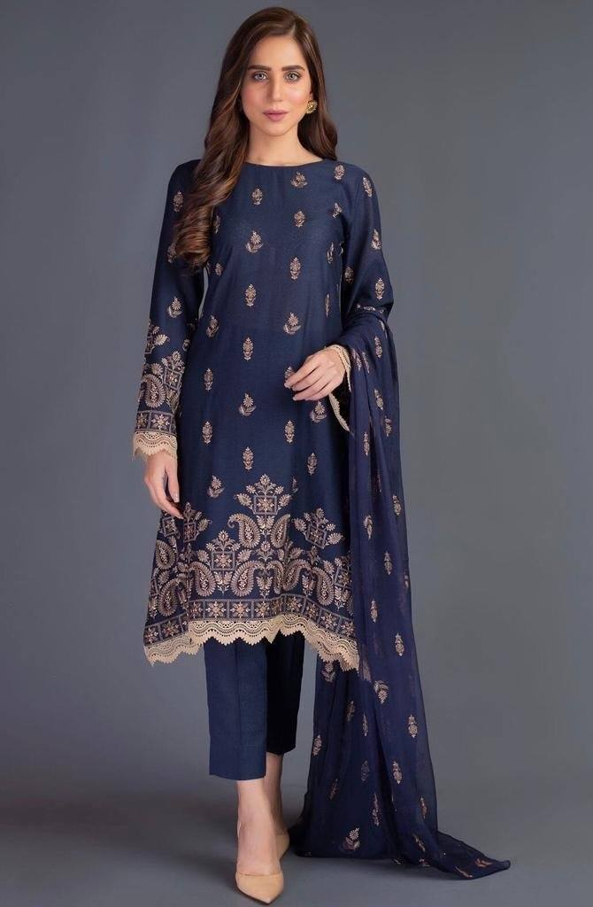 Sarinnah D16-Embroidered karandi 3pc dress with chiffon Embroidered dupatta.