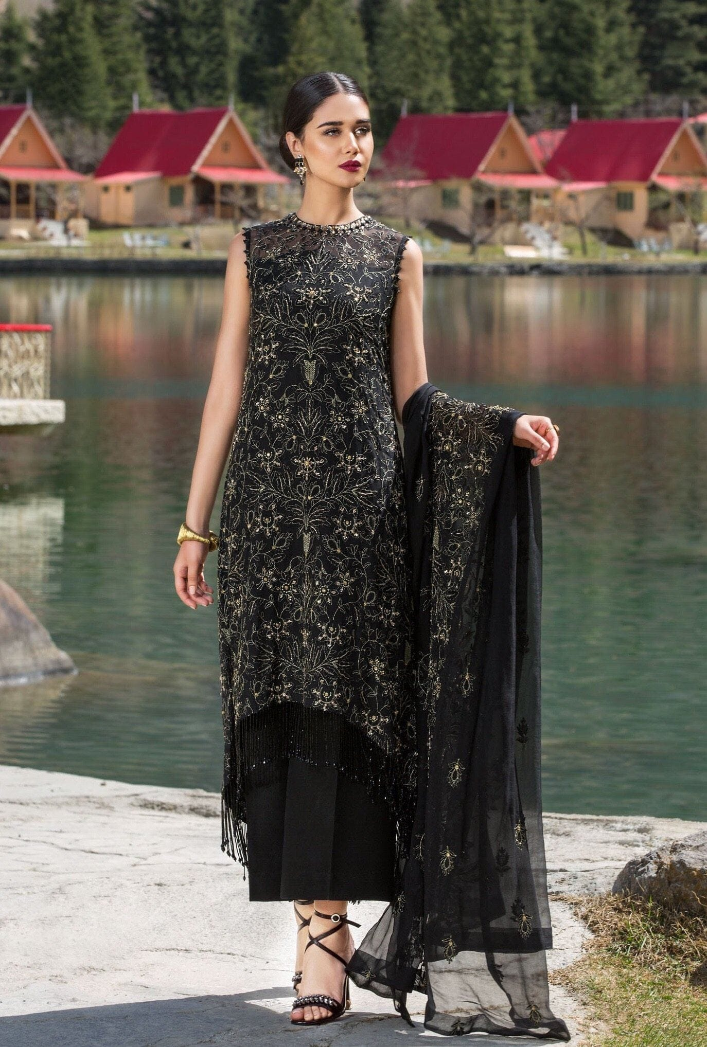 Bareeze Black L-Embroided 3pc linen dress with embroided chiffon dupatta. - gracestore.pk