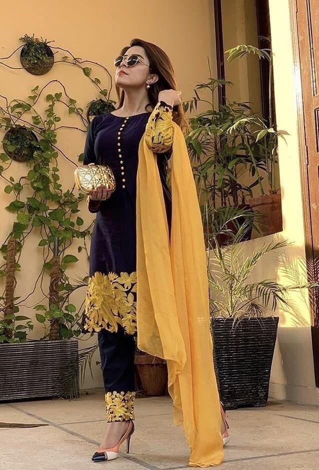 Sarinnah Black-Embroided 3pc linen dress with chiffon dupatta..