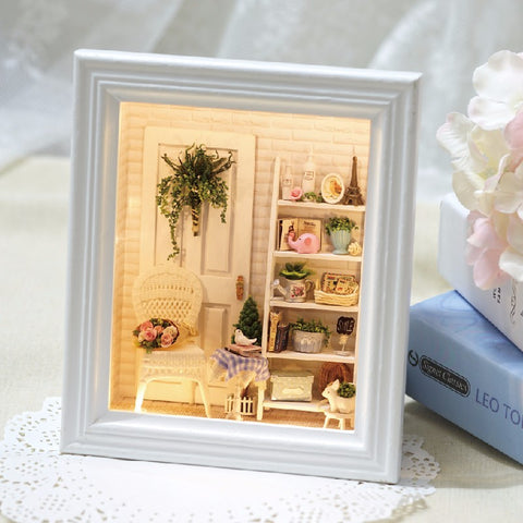 DIY Miniature Picture Frame - 'Sunshine Room'