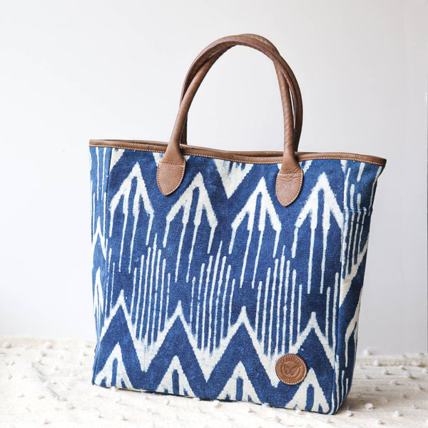 Cotton Rug & Leather Tote