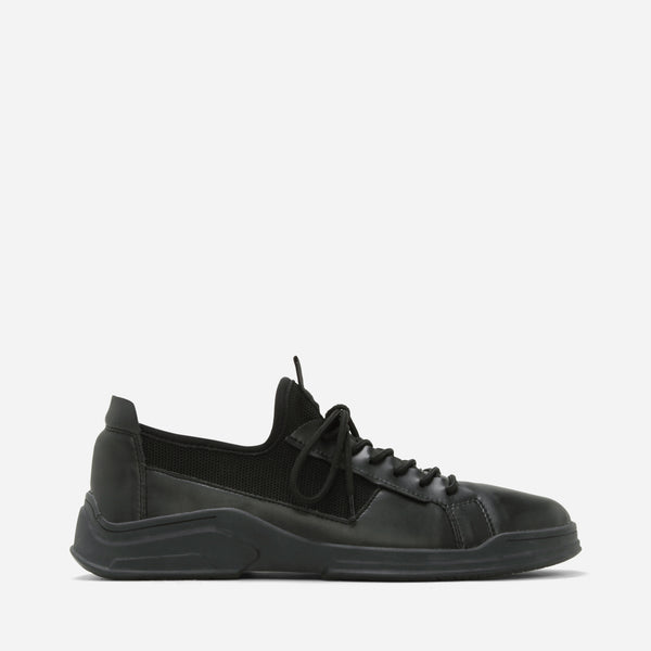 Stjarna Black Sneakers